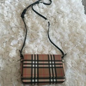 BurberryHampshire Vintage Check Shoulder Bag  $790